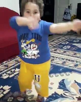 Turkish baby dancing turkish music