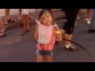 Cute Talented Girl Hula Hoops @ Pattaya Street