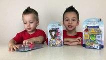 Enojado aves en Kinder Cine desempaquetar los juguetes de los pájaros malvados rusos jugar un juego Ingres