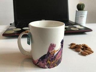 Customiser une tasse avec du vernis à ongle