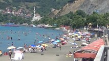Karadeniz Sahilindeki Plajlar Doldu