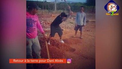 #Hashtag - Retour à la terre pour Dani Alves