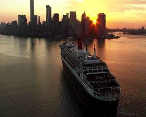 Le Queen Mary 2 et THE BRIDGE débarquent à NYC en musique