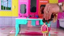 Les accidents et bain Cré poupées désordonné matin chambre vase jumeaux Chelsea annabel barbie orbeez