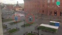En plein cœur de Moscou, des passants attaqués par... des toilettes