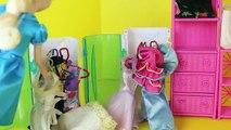 Et poupées gelé centre commercial parodie achats avec Barbie disney elsa prince hans barbie disneycar