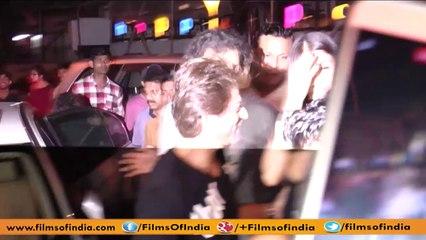 Shah Rukh Khan and Anushka Sharma strike a pose for Shutterbugs.