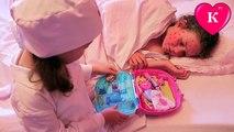 Bébé mal docteur jouer Dans le Jouer Dr. injections traiter la varicelle mauvais enfants
