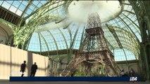 La Tour Eiffel entre au Grand Palais pour le défilé Chanel