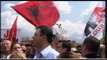 Basha me protestuesit mbyllin protestën e PD me Himnin Kombëtar Shqiptar