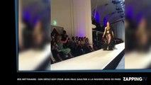 Iris Mittenaere sexy en robe transparente, elle défile à la Fashion Week de Paris (Vidéo)