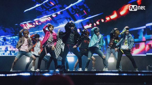 KCON 2017 NY×M COUNTDOWN  업텐션 (UP10TION)  _ INTRO + 시작해 (Runner)