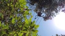 Dans les arbres à l'accrobranche de Vero