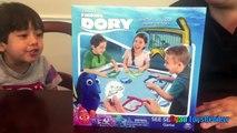 Et doris la famille découverte amusement amusement Jeu cacher enfants chercher jouet Disney pixar aquarium surprise minnie