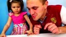 Mal Bonbons défi aliments gommeux réal contre nourriture ordinaire par rapport à la mère de marmelade pleurer