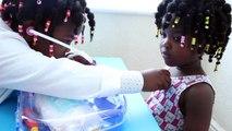 Bébé mal dentiste catastrophe docteur donne enfants en jouant chirurgie doc mcstuffins       p