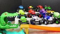 Des voitures accidents ravin dans foudre chemin de roulement balade piste piste Disney gator jungle mcqueen alligator