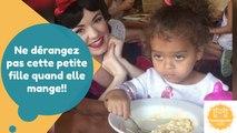 Ne dérangez pas cette petite fille quand elle mange!!