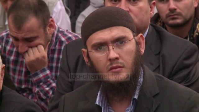 "Myslimanët falin Namazin në sheshin ""Skënderbej"" - Top Channel Albania - News - Lajme"