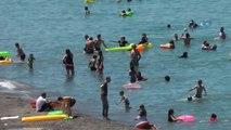 Hava Sıcaklığının Artmasıyla Karadeniz'de Plajlar Doldu Taştı