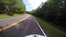 Un automobiliste renverse volontairement un cycliste