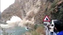 5 énormes glissements de terrains filmés sur le moment !
