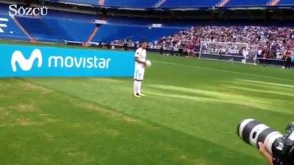 Real Madrid'in genç yıldızı Theo Hernandez imza töreninde zor anlar yaşadı!