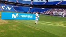 Theo Hernandez jongle avec un ballon mais se rate totalement