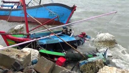 Bão số 2 đánh chìm hàng chục tàu cá ở Quảng Bình