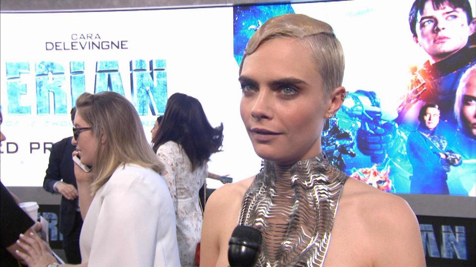 'Valerian and the City of a Thousand Planets' Premiere: A Stunning Cara Delevingne
