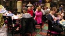 En cena en en cocina el Goofys disneyland hotel