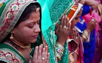 घर में चुपचाप यहाँ छुपा दे एक लौंग फिर देखे चमत्कार बरसेगी लक्ष्मी जी की कृपा नहीं रहेगी धन की कमी