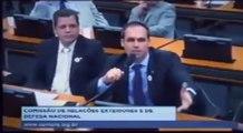 Eduardo Bolsonaro destrói Jean Wyllys