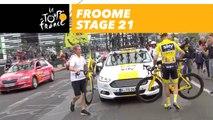 Changement de vélo pour Froome / Froome is changing is bike  - Étape 21 / Stage 21 - Tour de France 2017
