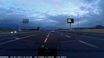 Des gendarmes ont failli percuter une voiture qui roule à contre contre sens !!