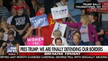 Trump konuşurken SSCB bayrağı açtı