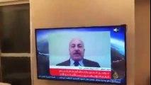سياسي أردني يصوره نجله في وضع غير لائق أثناء مقابلة مع الجزيرة