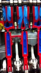 Viertakt-Otto-Verfahren an einem Schnittmodell eines Vierzylindermotors