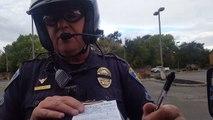 Un automobiliste insulte un policier qui lui met une amende, ce dernier reste ultra cool !
