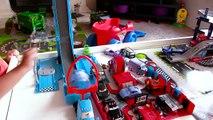 Des voitures compilé feu géant transporteur foudre rouge sauve départs Disney pixar mcqueen mack crash