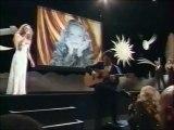 """Vanessa Paradis et Jeanne Moreau chantent """"Le tourbillon de la vie"""" à Cannes en 1995"""