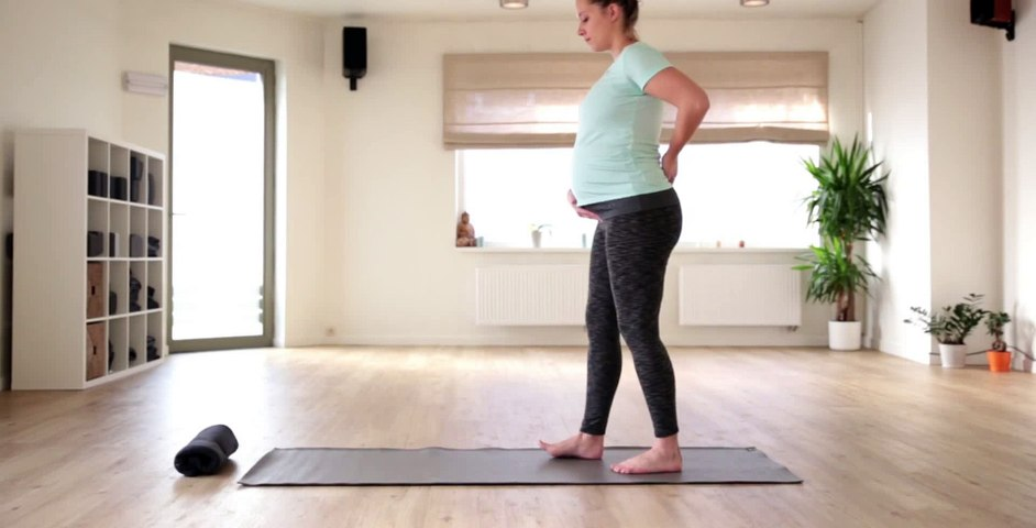 How to in 60 seconds Pregnancy Yoga Camel Walk