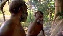 Des aborigènes se teignent les cheveux en blond