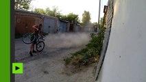 Un vélo équipé d'un réacteur traverse le Sud de la Russie