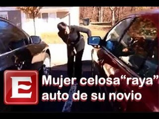 Mujer despechada 'raya' el coche de su novio
