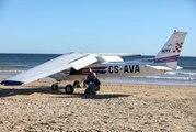 Plaja Acil İniş Yapan Uçak, Güneşlenen Biri Çocuk İki Kişiyi Öldürdü