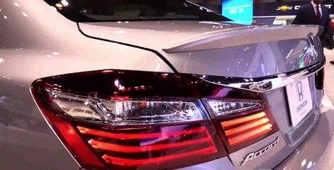 2017 Honda Accord Touring V6 - Exterior and Interior Walkaround - 2017 Chicago Auto Show