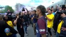 Neymar - Un premier bain de foule de rock star
