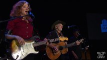 ACL Hall of Fame New Years Eve 2016 | Bonnie Raitt & Willie Nelson Getting Over You