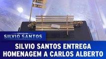 Silvio Santos entrega homenagem a Carlos Alberto de Nóbrega